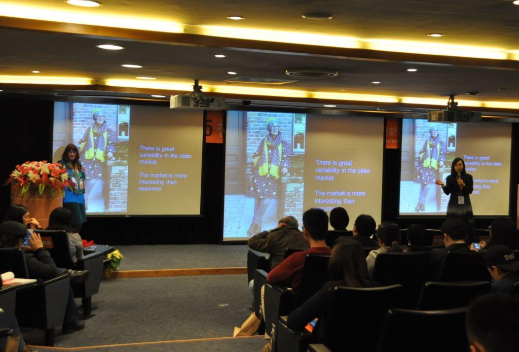 Keynote Speech  Mary Lynn Damhorst教授